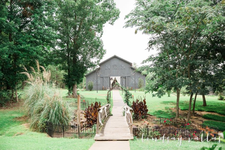 Sydney & William Wedding - Mississippi Wedding Photographer - Lindsay Vallas Photography_The Cotton Market Wedding Venue_0016